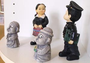 韓国語教室内-韓国の人形